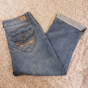 Bandolinoblu Embroidered cropped jeans. Size 10